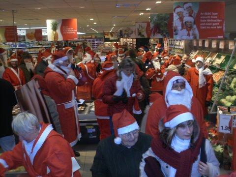 Weihnachtsmänner erwirtschaften 500 Euro