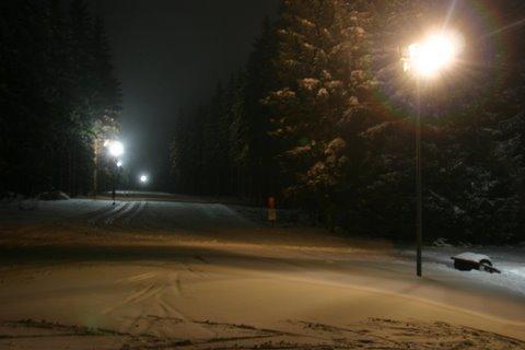 Beleuchtete Rollerbahn zum Skilaufen
